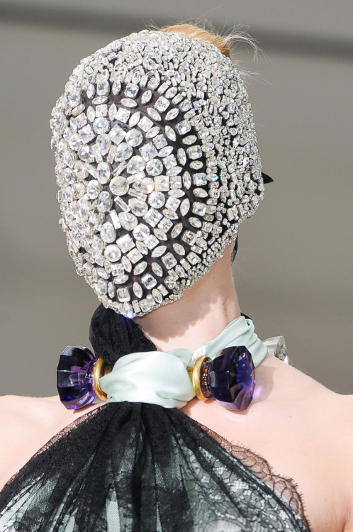 monsieur-j:  Martin Margiela Fall 2012 Couture Runway Details