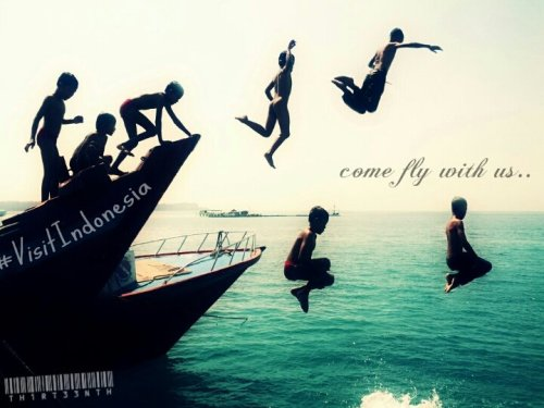 Awesome!don't just jump.. fly!!#fotodroids #PiXoutTrip #PiXoutSeceng #omof #indonesia #VisitIndonesia #fly #jump(from @th1rt33nth on Streamzoo)