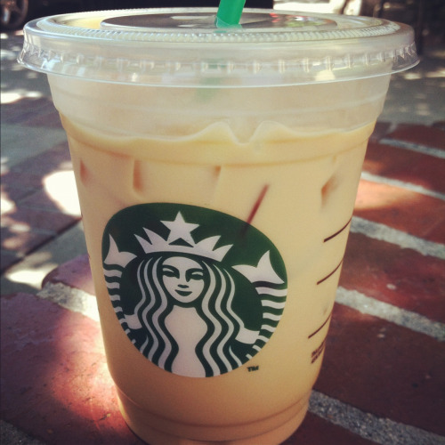 Reblog if you love starbucks.
