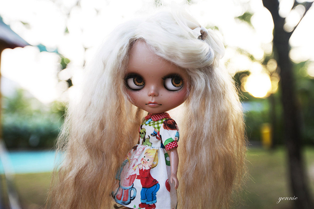 blythedolls:  She's just plastic…. (by Yennie ~ need more dolly time..:()