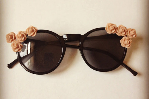 what-do-i-wear:  D.I.Y Floral Sunglasses (image: refinery29)