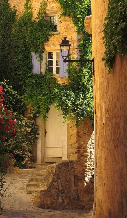 Entryway, Barroux, France photo via sonya