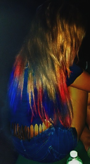so not that anyone cares, BUT i dip dyed my hair for the fourth & I liked it. And the quality is out of this world shitty. pretend its not. ok
