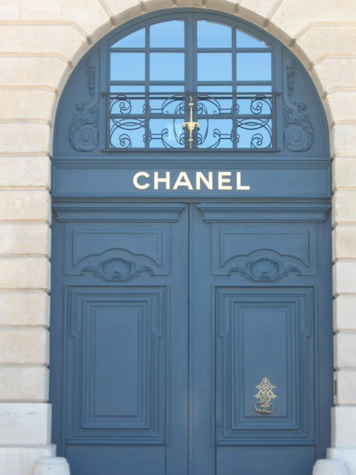 stfulee:  louboutins-and-fashion:  c—-hanel:  Entrance way to my house    (via imgTumble)