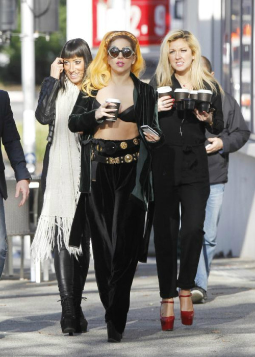 ladyxgaga:  Gaga, Tara, and Starlight getting coffee in Melbourne before heading off to Perth, Australia.