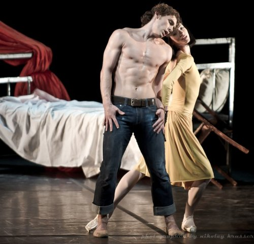 Svetlana Lunkina and Ivan Vasiliev in Le Jeune Homme et La Mort. Photo (c) Nikolay Krusser.