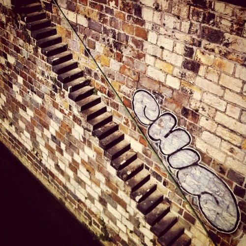 Stairway meets Streetart #tag #streetart #graph #graffiti #chip #stairs #stairway #architecture #wall #stone #channel #vienna #wien #cameraplus #iphone4 #iphoneonly  (Taken with Instagram at Urania Kino)