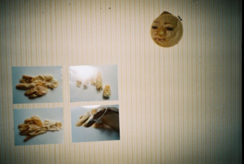 some more analogue pictures of the graduation exhibit. taken with a €1 chinon auto GLXtele