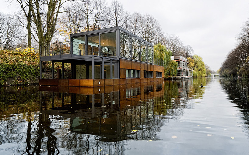 "Living by the Canal  Sprenger von der Lippe recently finished a houseboat, right on Hamburg's Eilbek canal. Succeeding with utter simplistic modernism, Lippe created a somewhat usual home at unusual place. We consider it quite liveable.  ""With the moorings positioned significantly lower than street level and the sloped banks lined with natural vegetation, this dwelling offers an introverted experience for inhabitants within the quiet and secluded area."" (Via designboom)"