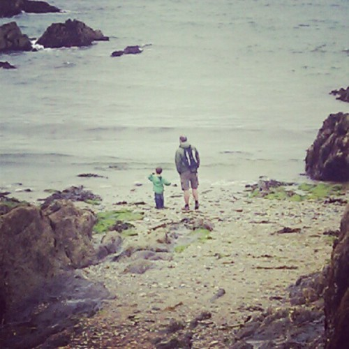 Throwing stones #Cornwall #holiday  (Taken with Instagram at Mevagissey)