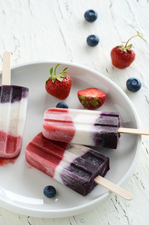 graceinfood:  double berry + coconut pops