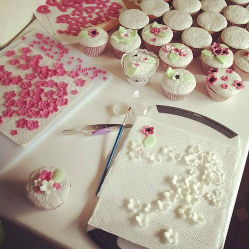 my work station! #cupcakes #pretty #flowers #cute #wedding  (Taken with Instagram)