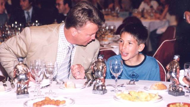 Jordi Alba and Louis van Gaal in 2002