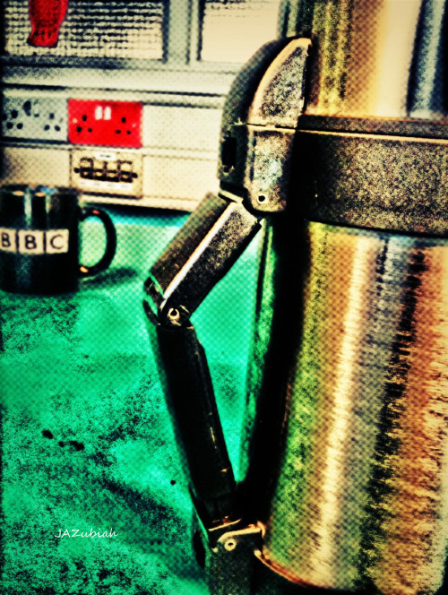 I really don't mean to advertise BBC, but I was capturing my new food flask, during my lunch break and then I saw the mug in the back ground blatantly advertising this popular tv channel. Oh well free publicity for BBC.