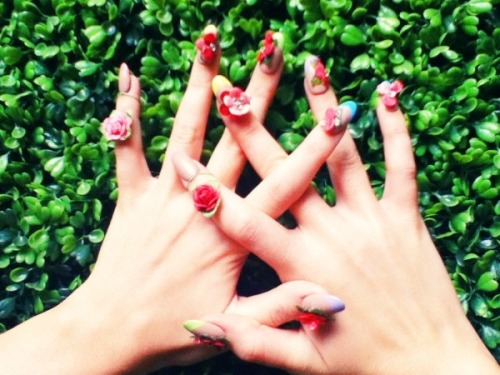 lastfridaynight-withkatyperry:  Katy Perry nails on Wide Awake.