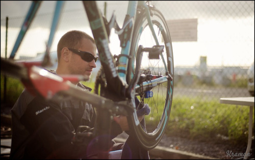 cleaning the Bianchi after each race (by kristof ramon)