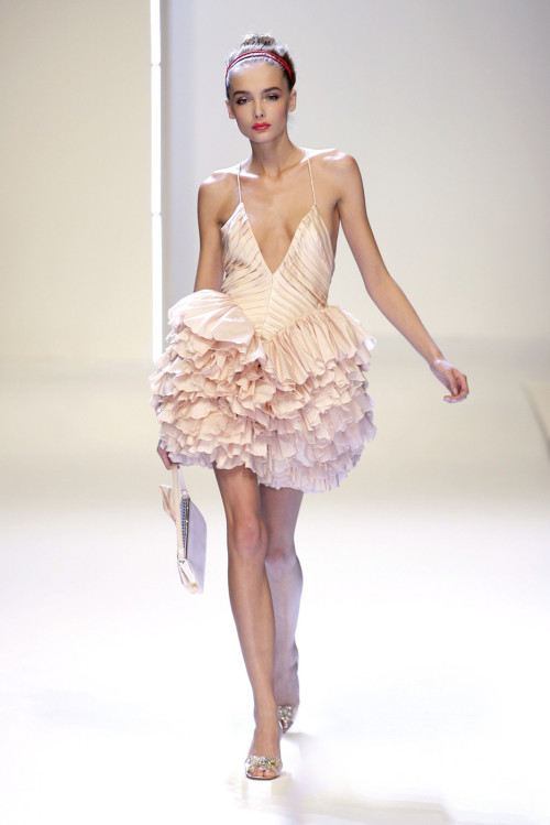 Valentino Spring 2007Inspiration for my 3rd year final collectionPretty pleating & ruffles -Such a gorgeous dress - though looks like it would use alot of fabric to make…—3rd year is going to be expensive—*Around 8 full professional garments/outfits to be made*