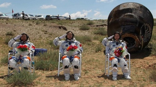 SPACE LAWN CHAIRS!!!