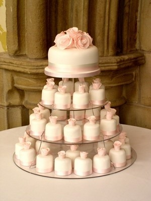 the-blushing-bride:  perfect idea. one cake to cut on the top, and mini cakes on the bottom for guests. love.