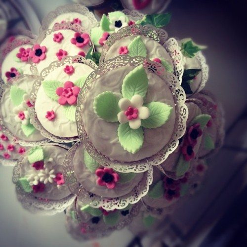 #cupcakes #flowers #pink #cute  (Taken with Instagram)