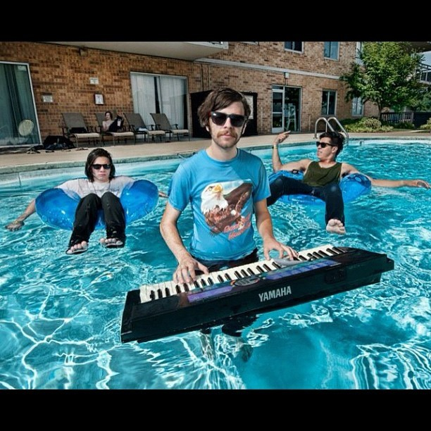 @machinesarepeopletoo pool partyin' #machinesarepeopletoo #music #band #pop #pool #promotional #keyboard (Taken with Instagram)