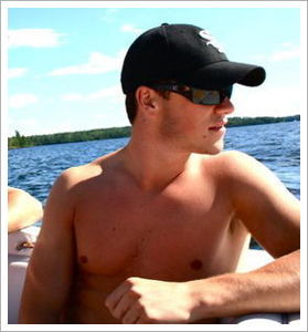 readmyhockeymind:  A Picture a Day of Jonathan Toews #3 for @deannaltlindsey P.S. #TAKEJAKE