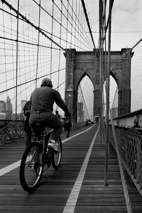 People and bikes. (10) Brooklyn Bridge, New York City. USA.