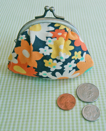 A cute coin purse tutorial via the Purl Bee