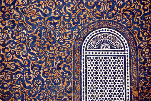 growhousegrow:  Pattern!  Color! Moroccan Tile.  Dizzying and beautiful.