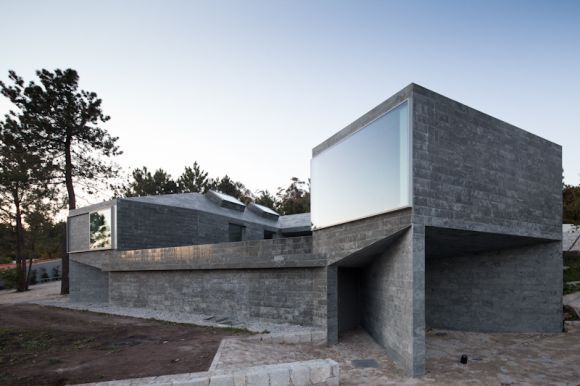 subtilitas:  Menos é Mais - House in Afife, 2012. Via Joao Morgado.