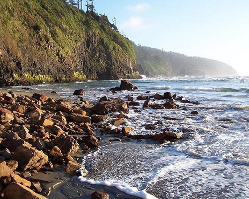 dendroica:  mothernaturenetwork:  America's 95,000 miles ofcoastlines are among the most scenic on the planet, from sandy white beaches to lush marshes to rocky cliffs. And yet, our coasts remain threatened.10 threatened U.S. coastlines  Very few of these mention actual threats. This seems to be more about