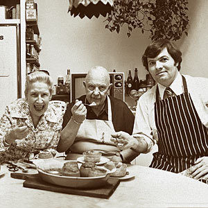 awesomepeopleeatingtogether:  Helen McCully, James Beard + Jacques Pepin