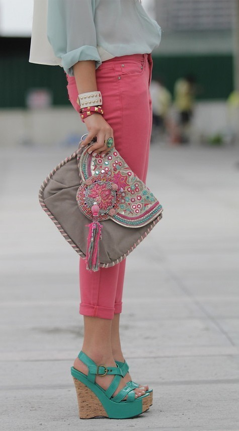 Très chic. / love the bag on We Heart It. http://weheartit.com/entry/30764839
