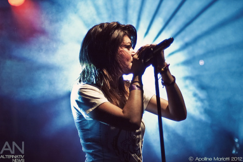 travisbarked:  Taylor Jardine - We Are The In Crowd - Paris, Le Point Éphémère - 12/04/2012 by Apo [Photographe Alternativ News] on Flickr.