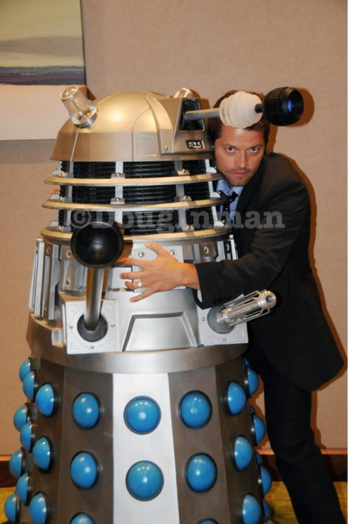 Do not hug the Dalek. I repeat, do not hug the Dalek. angelinchains:  Misha vs. Dalek