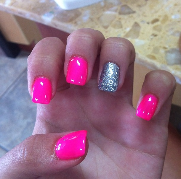 lookstewpid:  My pic on my dash ya feel me  Ahhhh I want my nails like this!