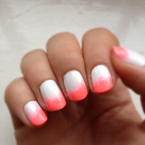 essenz-a:  ombre nails