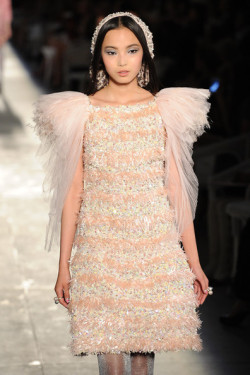 Looks like a modern fairy, doesn't it? - Chanel Haute Couture 2012/13