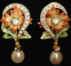 Gold earrings with diamonds, enamel, and pearls, Lluis Masriera