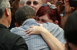 kileyrae:  think-progress:  President Obama stopped shaking hands for a moment today so that he could embrace a sobbing woman whose uninsured sister recently died of colon cancer.