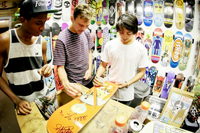 sean-malto-baby:  signing  ugh, sean you're perf