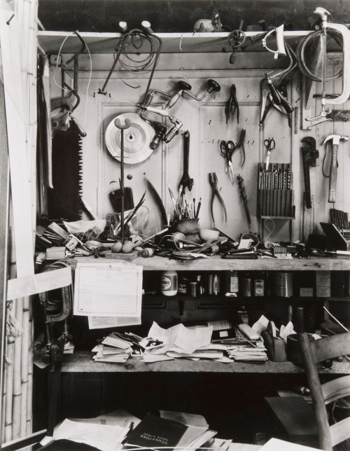 yama-bato:  [+] chagalov:  Isamu Noguchi's Studio, New York, ca 1947 -by Berenice Abbott  [+] from cartermuseum