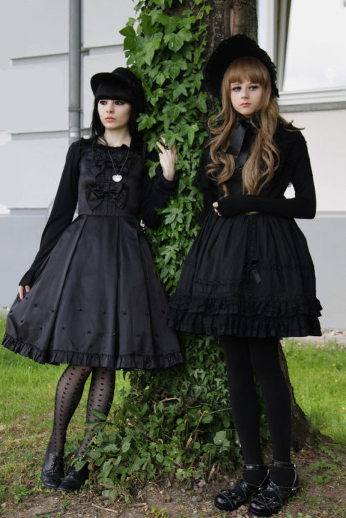fuckyeahgothiclolita:  Kuro Twins Clothing (left girl)  Metamorphose temps de Fille(right girl) Bodyline and selfmadeThank you for the submission!