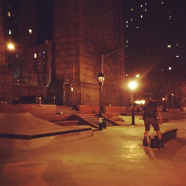 Blading the new les park at night, this shit is empty as fck! #les #nyc #skatepark #colemanskatepark #chill1000 (Taken with Instagram)