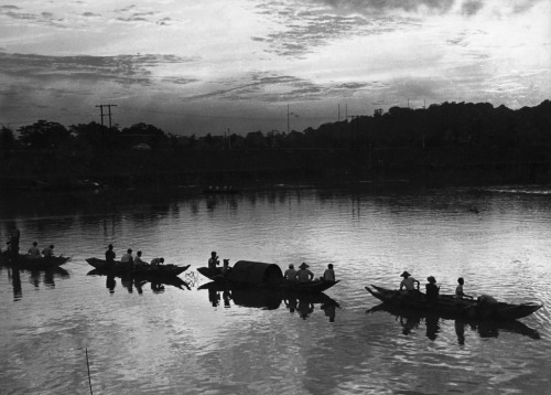 Eel fishing boat, 1946 by Huang Tse-Hsiu (黃則修) (?) Taiwan photography maverick