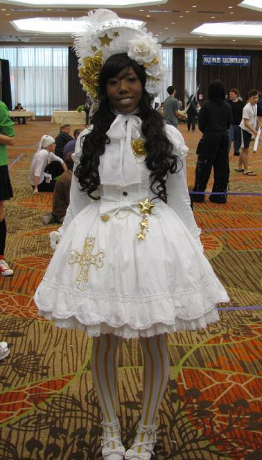 ang3lita:  She totally pimped out her bodyline dress with embroidery. Shes so cool omg ;;