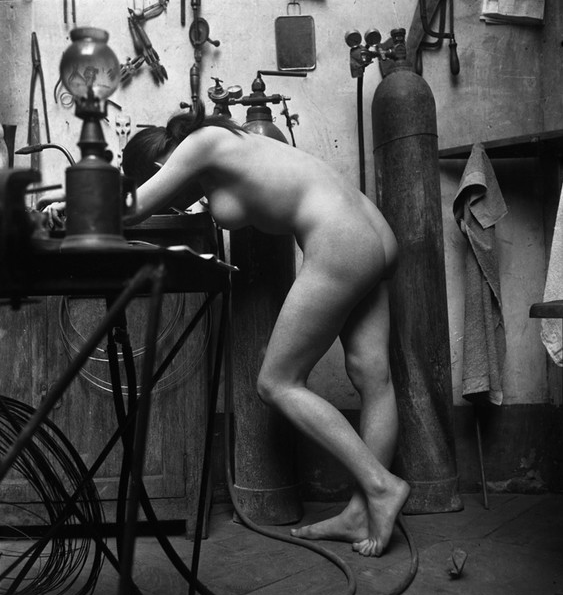 Emile Savitry     Nu dans l'atelier d'Oscar Dominguez, Paris     Undated