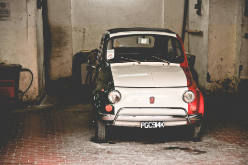 carpr0n:  Italian baby Starring: FIAT 500 (by Jurriaan Vogel)  Wiii tricolore…