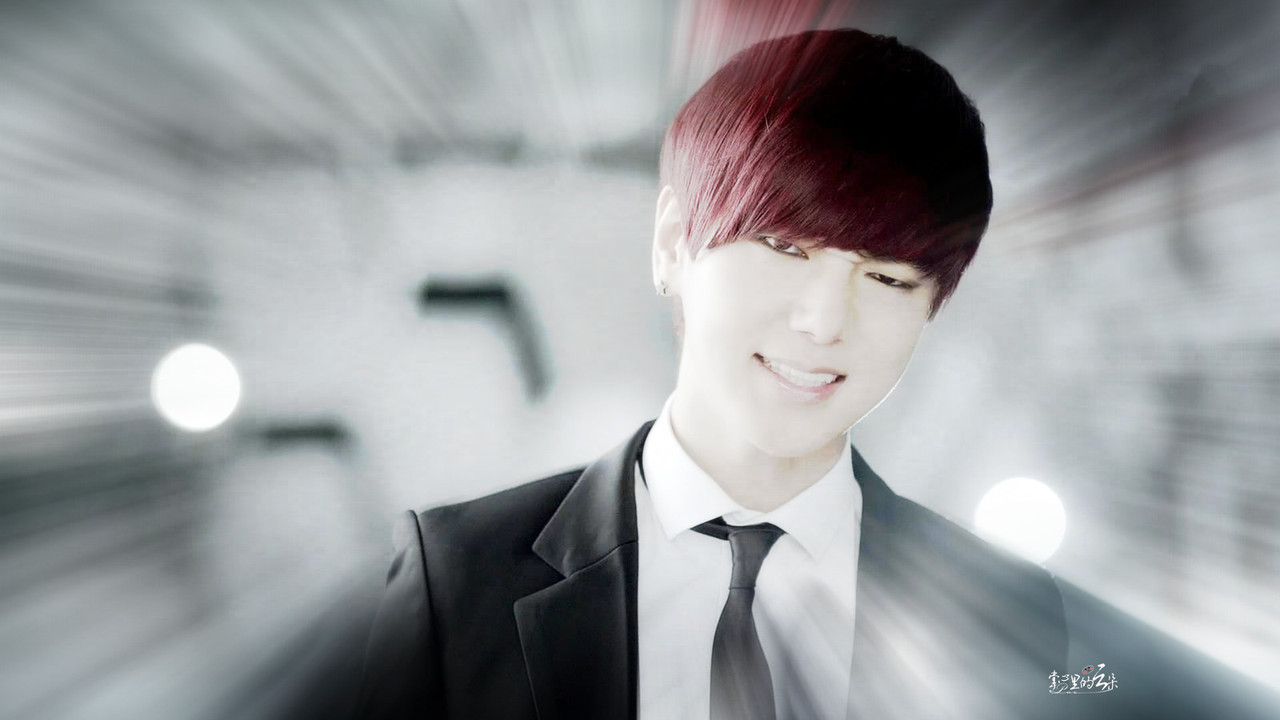 Bright and quite Blinding.. SJ's Handsome Redhead Kim Jongwoon ♥ credit: 掌心里的云朵-泡泡 / via:@clouds_world