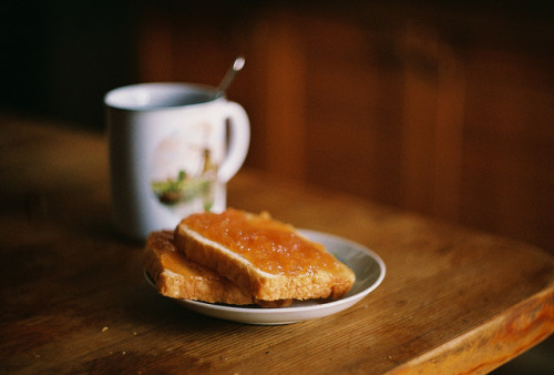 pipsss:  toast and marmalade by Liis Klammer on Flickr.
